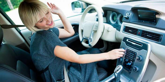 Как действа музиката при шофиране?