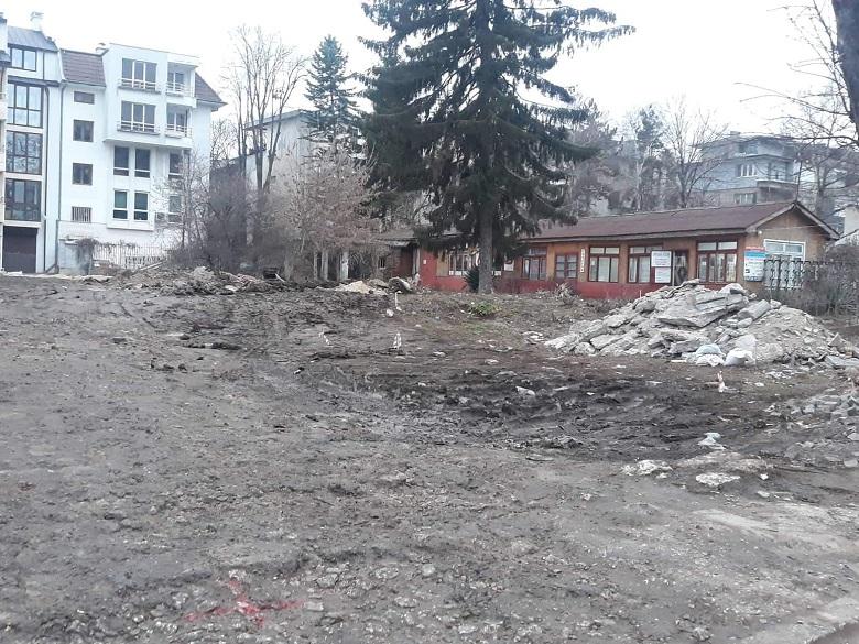 """Започна изграждането на нов паркинг по ул. """"Страцин"""" в Добрич"""
