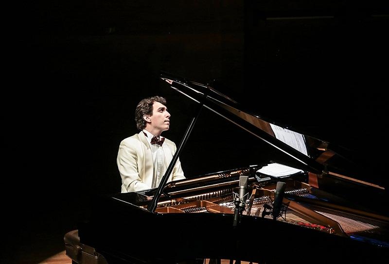 """Виртуозен пианист от Македония ще е част от журито в тазгодишното издание на конкурса """"Надежди, таланти, майстори"""""""