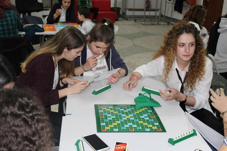"""Три нови игри в инициативата """"Да общуваме реално, а не виртуално"""" на Младежкия център в Добрич"""