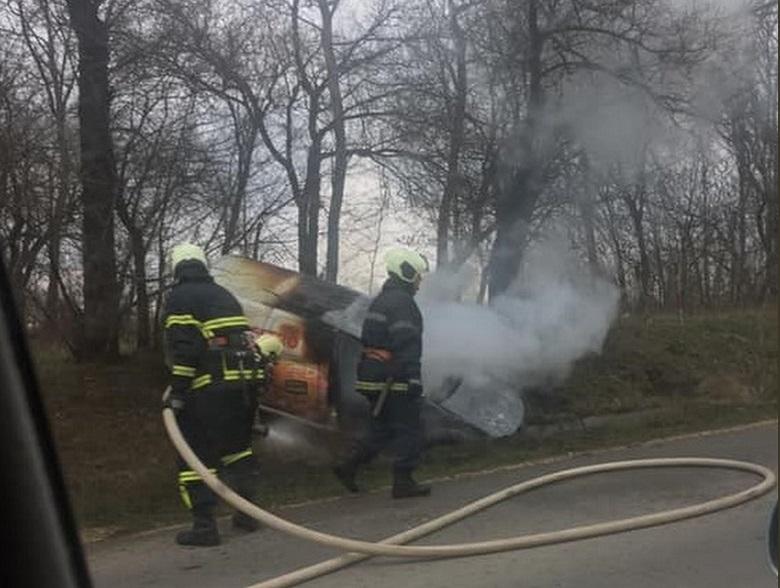Автомобил се запали по време на движение по околовръстния път на Добрич