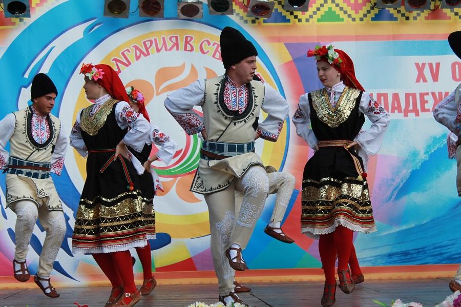 """Рекорден брой участници ще се качат на сцената на общобългарския събор """"С България в сърцето"""" в Каварна"""