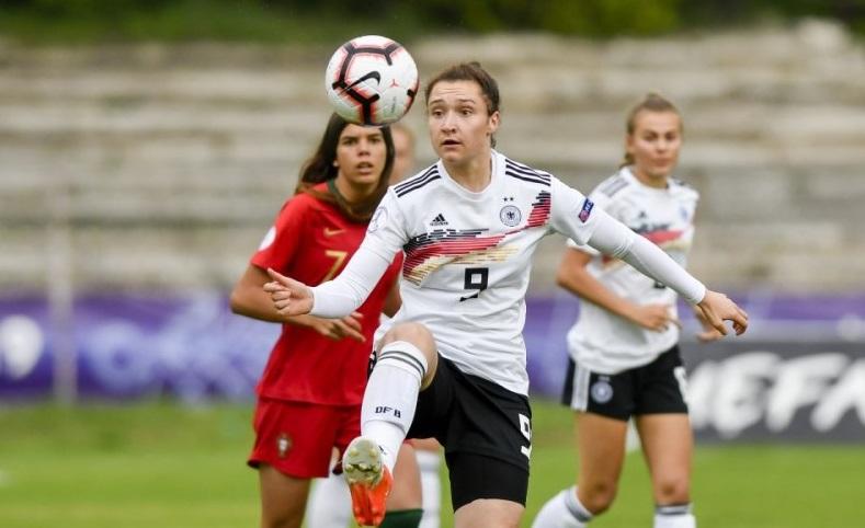 Девойките до 17 години определят новия първенец на Европа по футбол