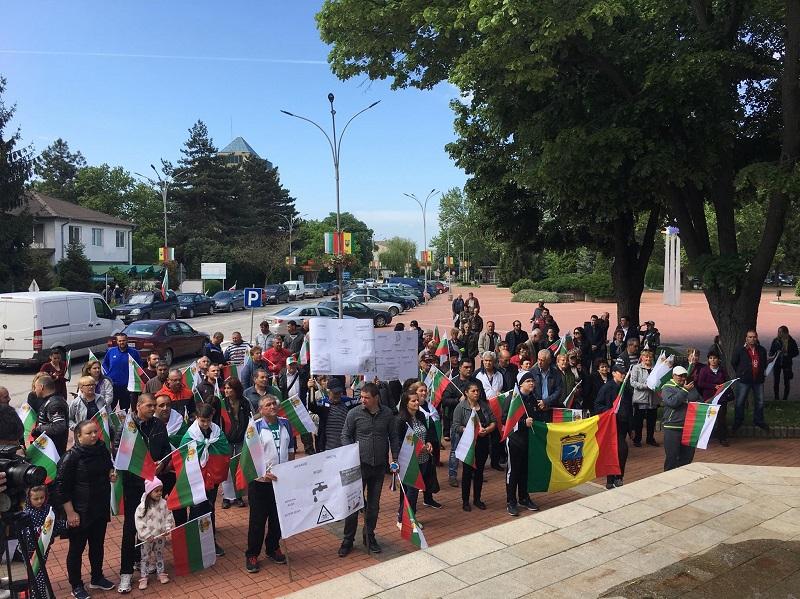 Протестиращи в Ген. Тошево: Мръсна вода = на болни деца