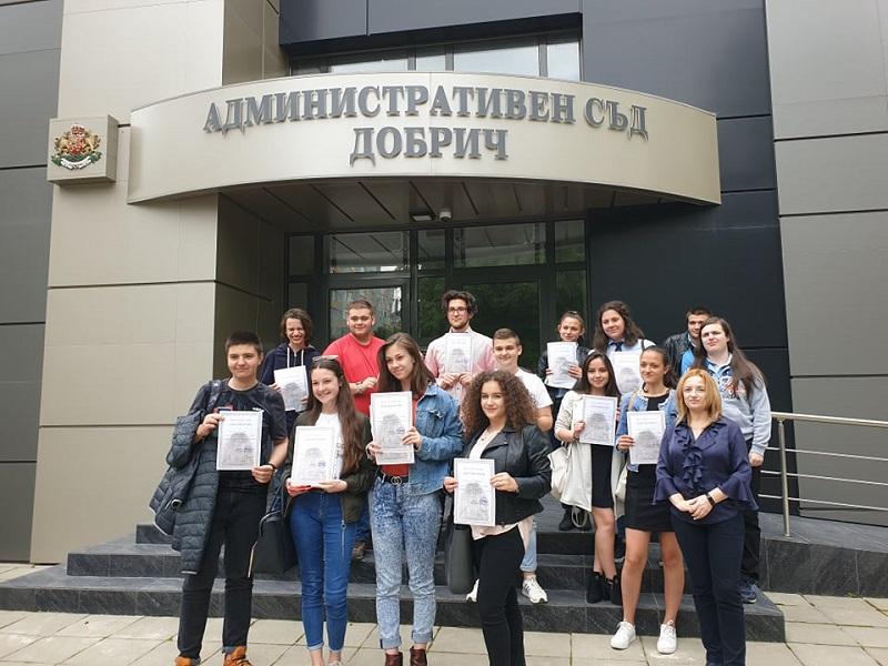 Ученици от три училища в Добрич получиха удостоверения за обучение в Административния съд