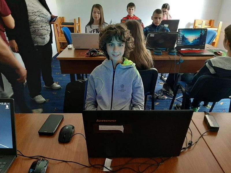 """Ученици от Добрич със сребърни медали от Националното състезание по информационни технологии """"IT Знайко"""""""