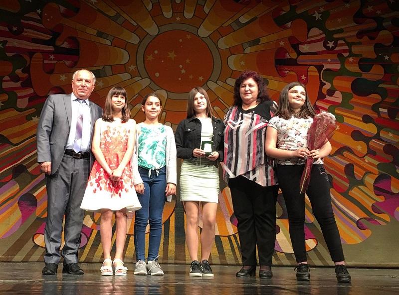 Община Добричка отличи изявени дейци на образованието и културата на празничен концерт