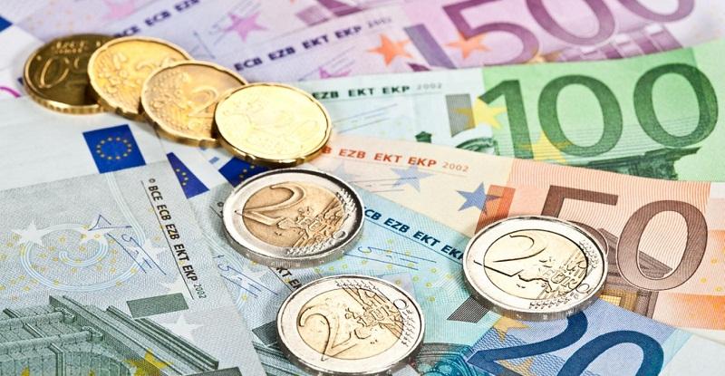 Колко пари получава месечно един евродепутат?
