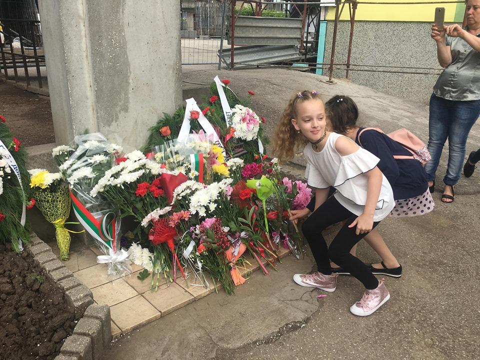 Добрич почете паметта на Ботев и загиналите за България (+СНИМКИ)