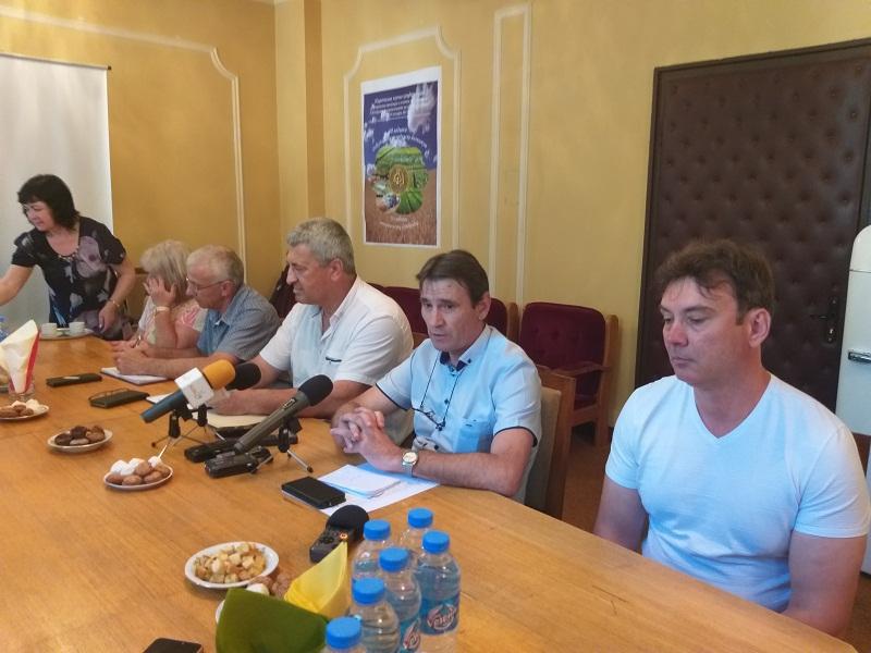 Проф. д-р Иван Киряков: Проблемът на земеделските производители е, че пръскат без значение дали има болести, или няма
