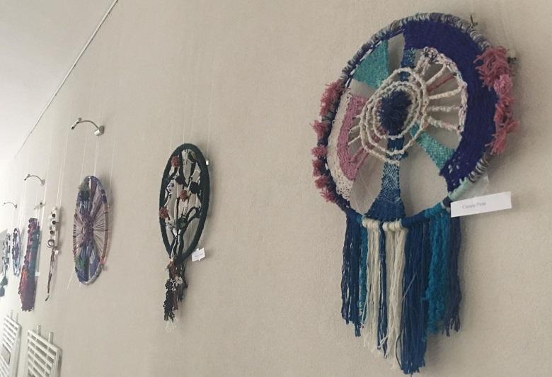 Художествена текстилна пластика, изработена от млади творци, представят в Младежкия център