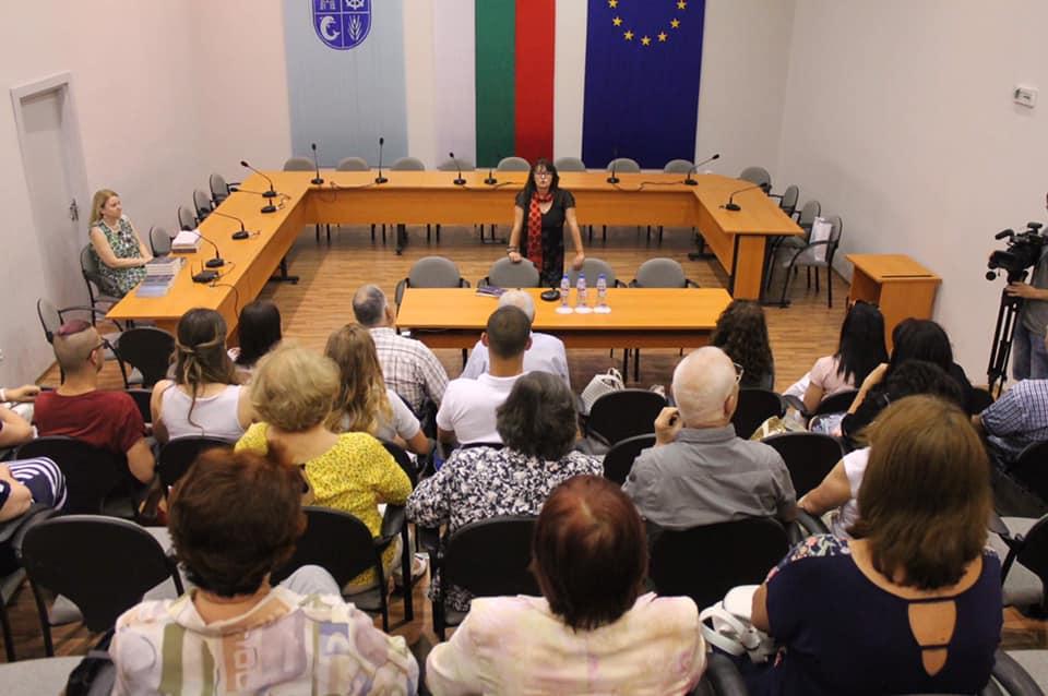 """Мария Лалева представи книгата си """"Живот в скалите"""" в Каварна"""