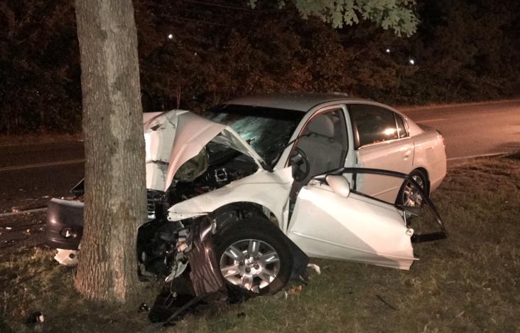 Жена загина след удар в крайпътно дърво