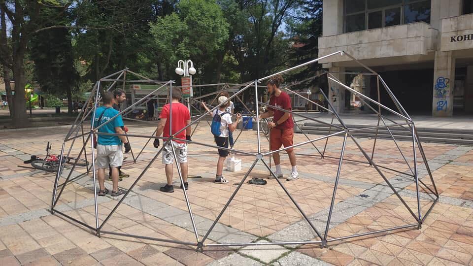 """Изграден от """"ДоброЖънци"""" купол ще пази сянка на археолозите при разкопките край село Оногур"""