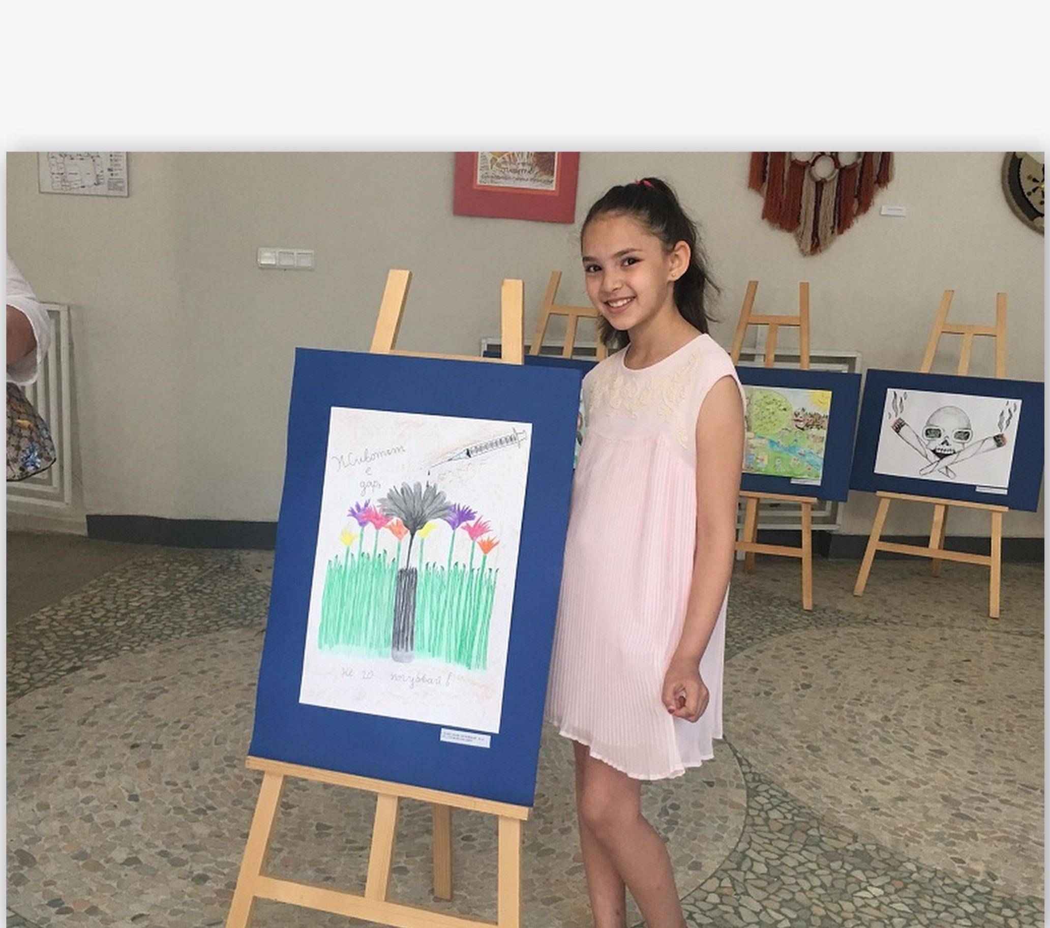 Представиха изложба срещу дрогата с картини на деца от Добрич (+СНИМКИ)