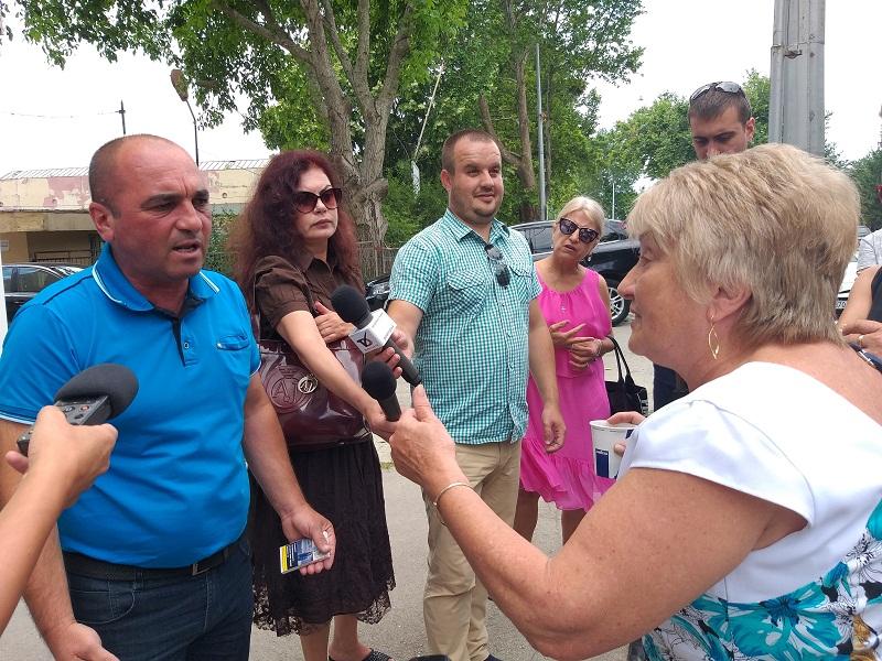 Протестиращи: Докато ВиК и Общината си прехвърлят топката десетки фирми стоят без вода