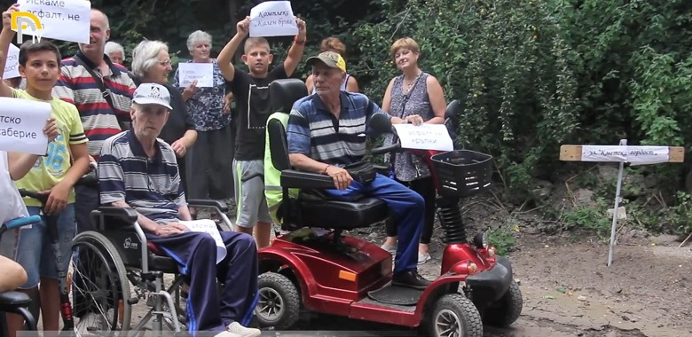 Добричлии над 50 години чакат ремонт на улица (+ВИДЕО)