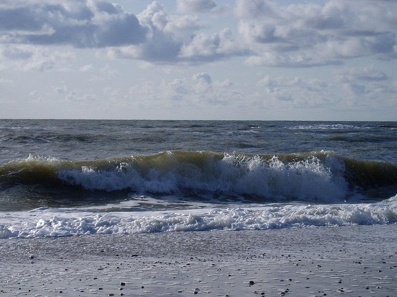 18-годишно момче от Добрич изчезна в морето край Поморие, вече втори ден го издирват