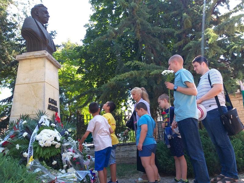 Добрич отбеляза 182 години от рождението на Васил Левски