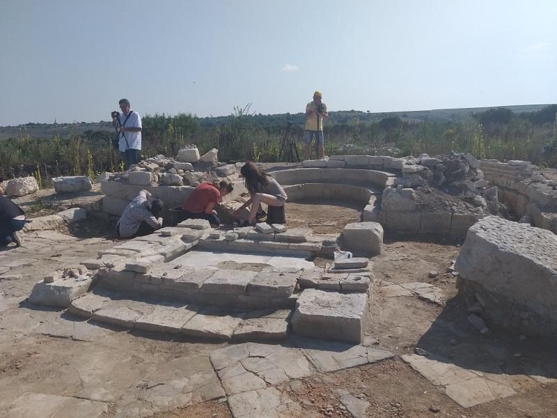 """Доброволци от различни краища на света се включиха в реставрацията на Раннохристиянската базилика в крепостта """"Палматис"""""""