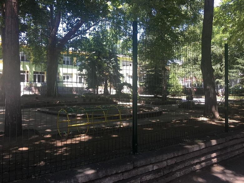 Обявиха обществена поръчка за монтиране на високи огради в три детски заведения