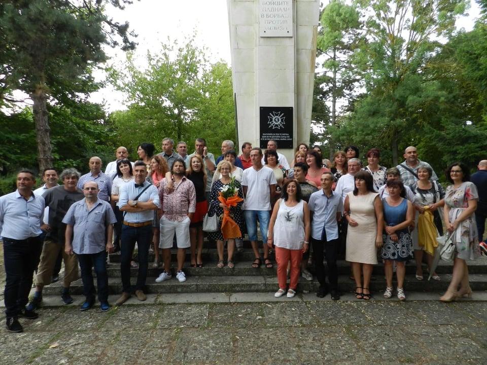 """Бивши възпитаници на СУ """"Стефан Караджа"""" в Каварна направиха щедро дарение на любимото училище"""