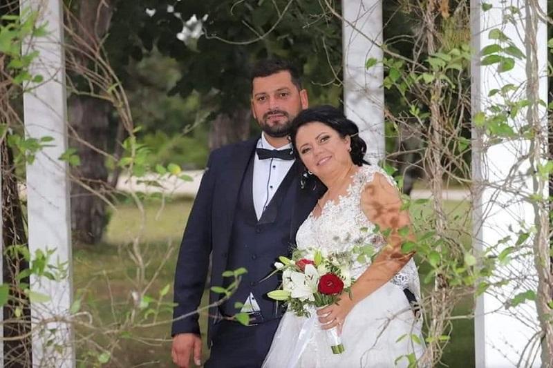Младоженци от Добрич се отказаха от цветя на сватбата си, за да помогнат на обездвижен мъж