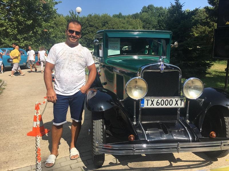 Петър Петров от Добрич спечели ретро парада с 90-годишен Шевролет