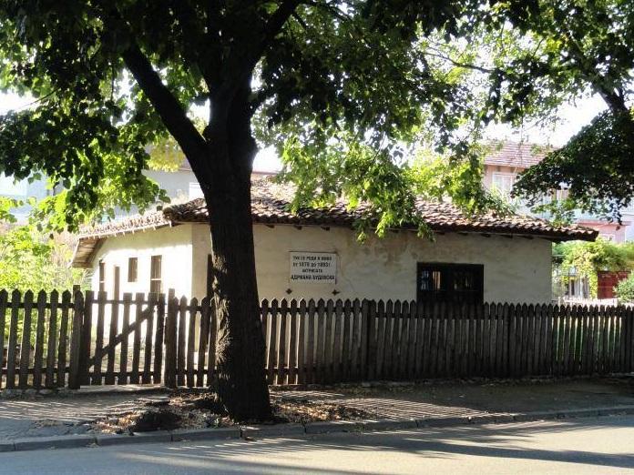 Започна чаканата с години реставрация на къщата на Адриана Будевска