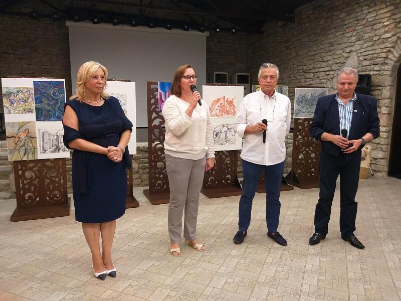 """Почетният консул на Италия във Варна откри изложба на трима творци в """"Двореца"""" в Балчик"""
