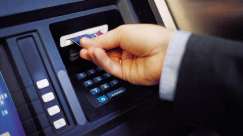 """Какво да правим ако банкоматът """"глътне"""" картата?"""