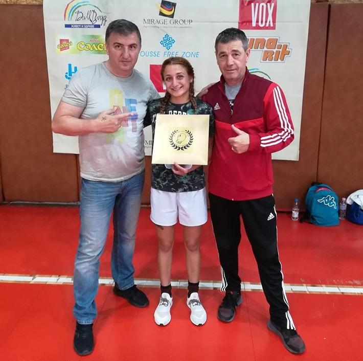 """Боксьорка от БК """"Добруджа"""" кръстосва ръкавици на европейското в Испания"""