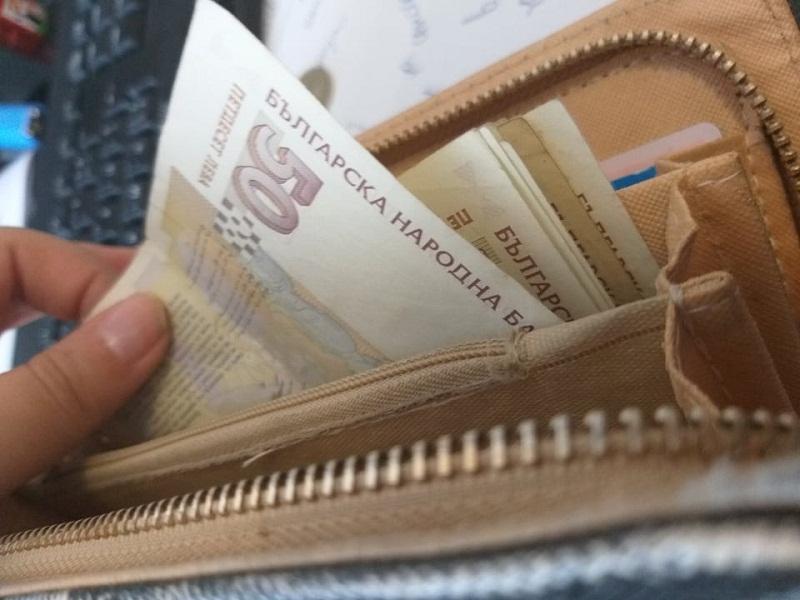 Средната месечна заплата за област Добрич e 969 лв.