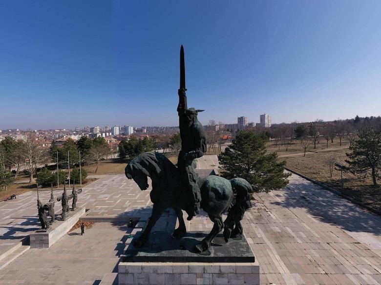 """Рокери от Националния мотоклуб """"Кан Аспарух"""" ще отбележат годишнина от създаването на паметника на българския владетел в Добрич"""