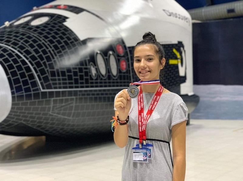 Симона Йорданова от Добрич се завърна с медал за лидерство от лагер на NASA