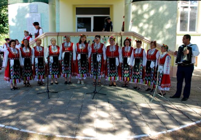 """25 състава от цялата област се представиха във фолклорния събор """"Славеи пеят в Пчеларово"""""""