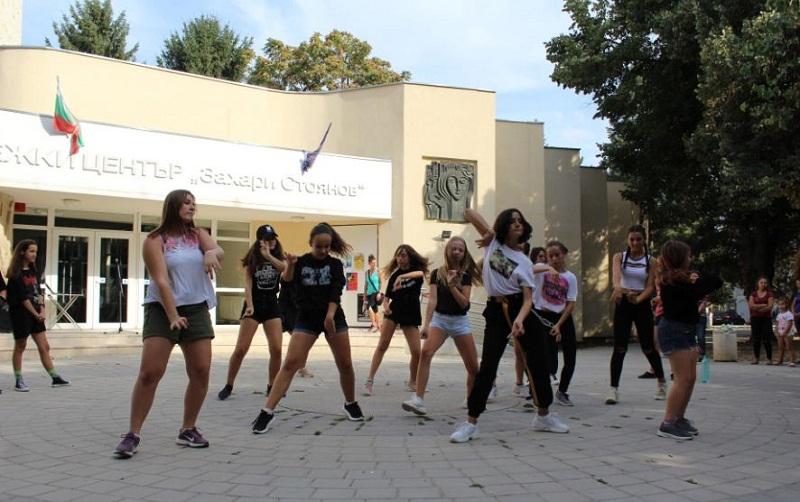K-POP танци представиха клубовете по модерен балет към Младежкия център в Добрич