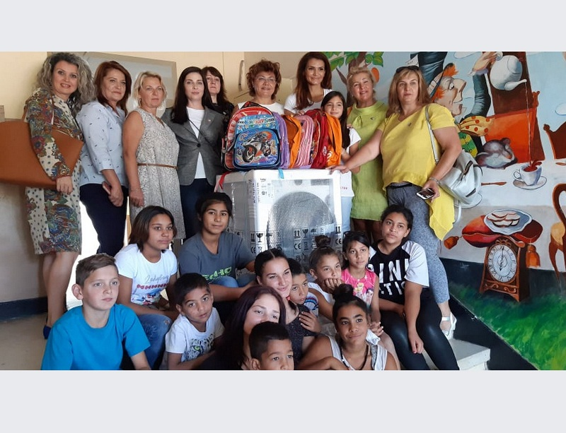 """Дамите от клуб """"Инер Уийл"""" зарадваха бъдещи ученици от Центровете за настаняване от семеен тип"""