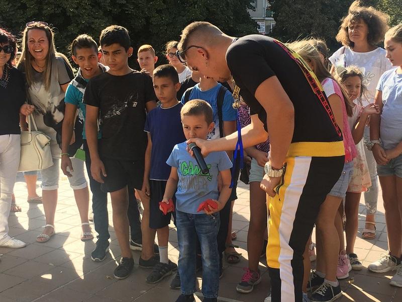 Настроение и музика за децата на Добрич с братята Пламен и Иво (+СНИМКИ)