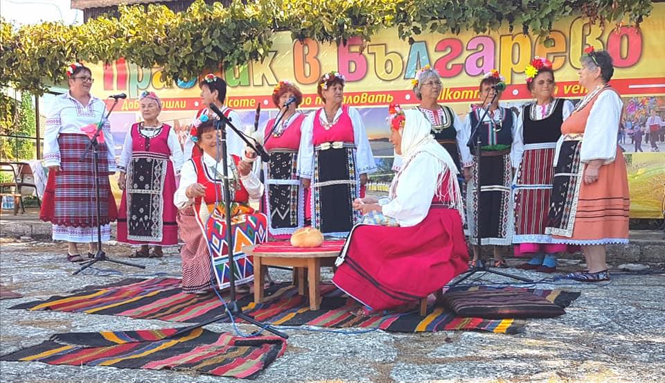 """Съборът """"С песни и танци в Българево"""" отново зарадва любителите на българския фолклор"""