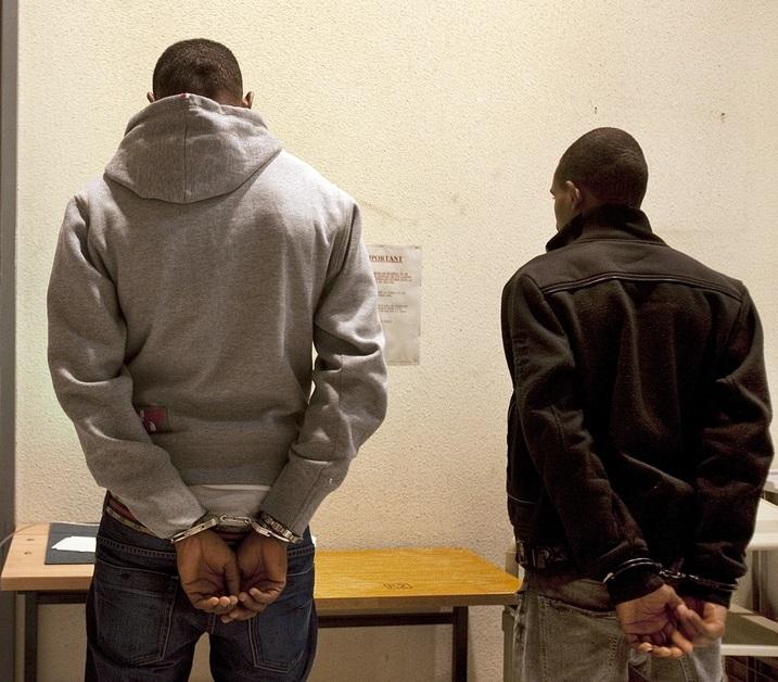 Повдигнаха обвинение на двамата младежи, уличени в убийството на 41-годишен мъж