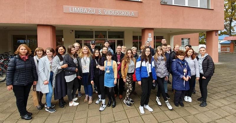 """На среща под надслов """"Да спасим дърво"""" в Латвия участваха ученици от Добрич"""