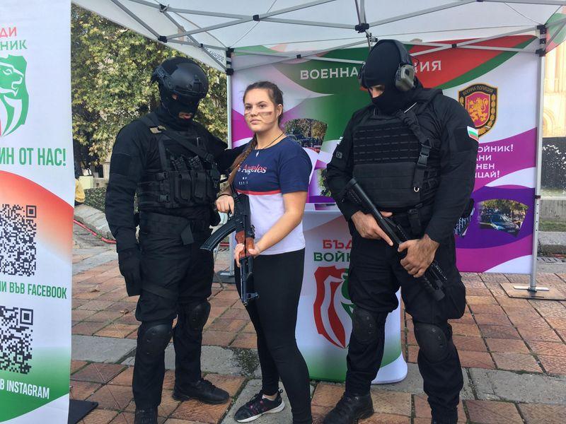 Военните сили окупираха центъра на Добрич (+СНИМКИ)