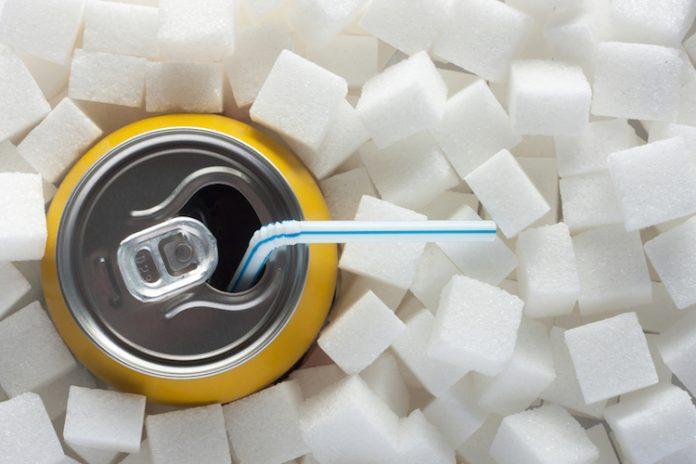 В Сингапур забраняват рекламата на сладки напитки