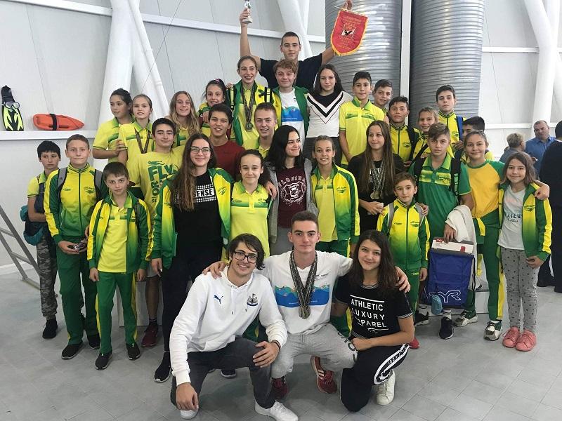 С 50 медала и купа за най-добър отбор се завърнаха златните рибки на Добрич от международен турнир