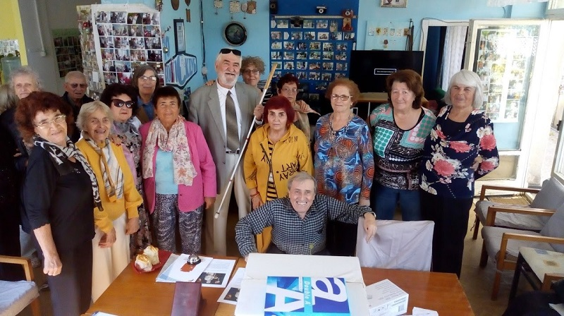 """Талантливи ученици от Добрич поздравиха """"ХобиСклуб"""" по повод Международния ден на белия бастун"""