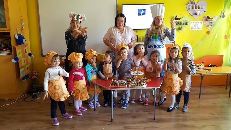 """Малчуганите от Детска градина """"Първи юни"""" отбелязаха Деня на бонбоните"""