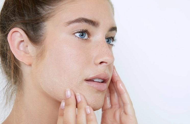 Как да се грижим за чувствителната кожа през есента?