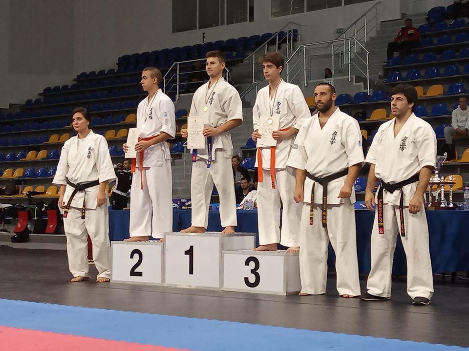 """С поредни отличия се завърнаха каратеките на СК """"Сейкен"""" от два турнира в Шумен"""