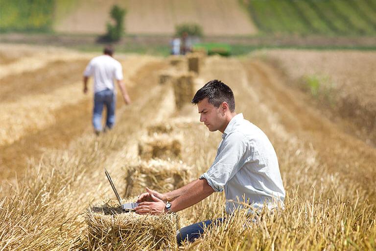 """Над 400 млади фермери получиха 10 млн. лева по подмярка 6.1 """"Стартова помощ за млади земеделски стопани"""""""